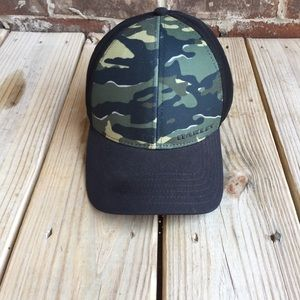 Oakley Green Camo and Black mesh flex-fit hat